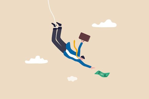 Rischio di investimento, sfida aziendale, avversità o correre rischi per guadagnare più reddito, avidità e paura nel concetto di caduta del mercato azionario, abile uomo d'affari sicuro di bungee jumping per afferrare banconote di denaro.