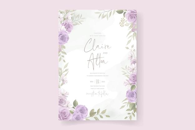 Modello di biglietto d'invito con un bellissimo ornamento di fiori e foglie