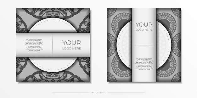 Modello di biglietto d'invito con posto per il tuo testo e ornamenti vintage. lussuoso design da cartolina bianco pronto per la stampa con motivi greci scuri.