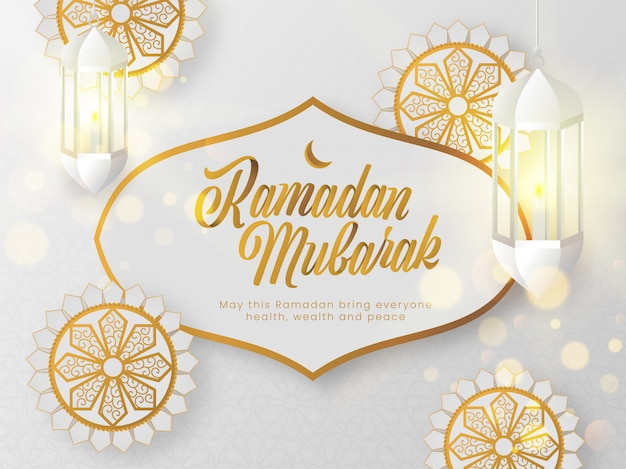Mese santo islamico del concetto di ramadan mubarak con testo alla moda e modello floreale squisito su fondo bianco.
