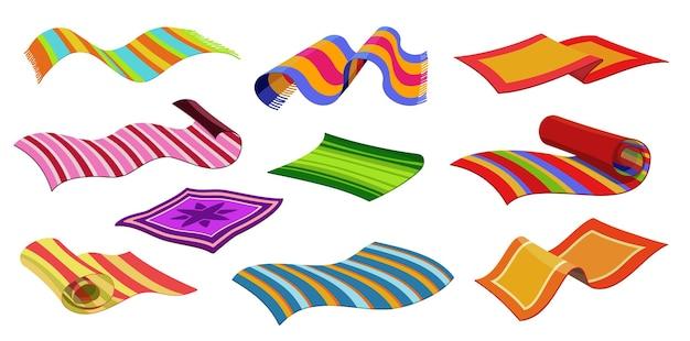 Tappeti isolati, tappetini da spiaggia o di stoffa, tappetini con motivo a righe, vettore. tappeti interni per la casa, coperte da spiaggia o teli da bagno, rotoli a quadri e stracci con motivo ornamentale a strisce