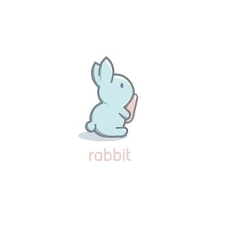 Cartone animato carino coniglio blu bambino con logo carota arancione su sfondo bianco felice giorno di pasqua