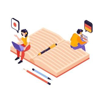 Composizione isometrica nei corsi del centro linguistico con l'icona del taccuino e persone con i computer portatili che imparano l'illustrazione delle lingue straniere