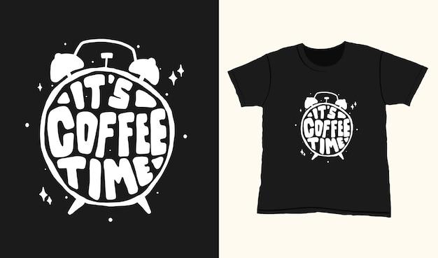 È l'ora del caffè. citare le scritte di tipografia per il design della maglietta. lettere disegnate a mano