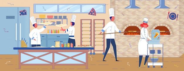 Staff di ristorante o pizzeria italiano in cucina.