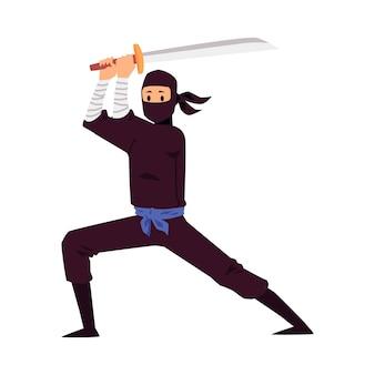 Ninja giapponese che tiene un'arma della spada e che si leva in piedi nella posa di combattimento