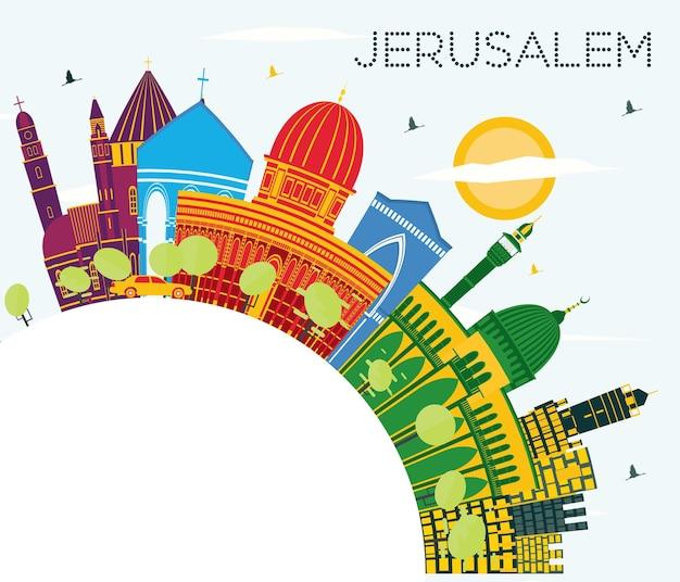 Orizzonte di gerusalemme israele con edifici di colore, cielo blu e spazio di copia