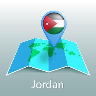Mappa del mondo di bandiera della giordania nel pin con il nome del paese su sfondo grigio
