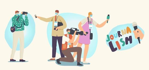 Set di icone di professione di giornalismo. giornalisti e cameraman personaggi maschili e femminili con attrezzature professionali microfoni, fotocamera e badge registrazione news. illustrazione vettoriale di persone lineari