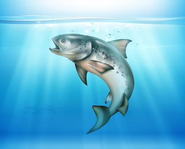 Pesce che salta sott'acqua illuminato dai raggi solari