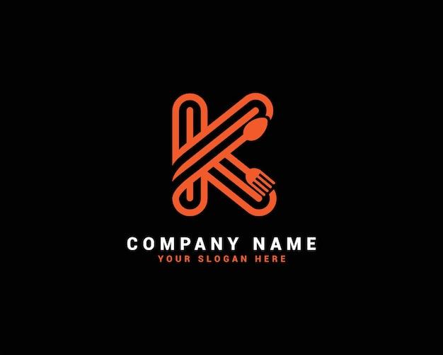 Logo della lettera del cibo k, logo della lettera del cucchiaio k, set del logo della lettera del cibo, alfabeto del cibo