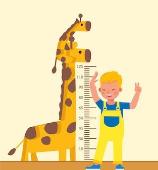 Ragazzo bambino sta misurando il suo carattere di altezza.
