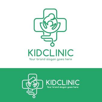 Logo del kid clinic, genitore e bambino in simbolo croce con stetoscopio