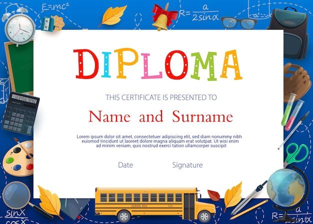 Modello di certificato del diploma di istruzione del bambino con materiale scolastico.