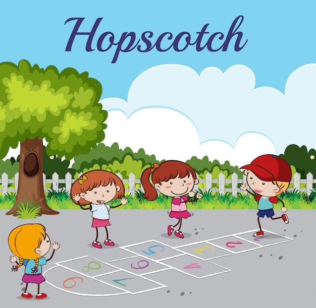 Kid playing hopscotch al parco