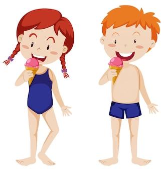 Bambini che mangiano il gelato su fondo bianco