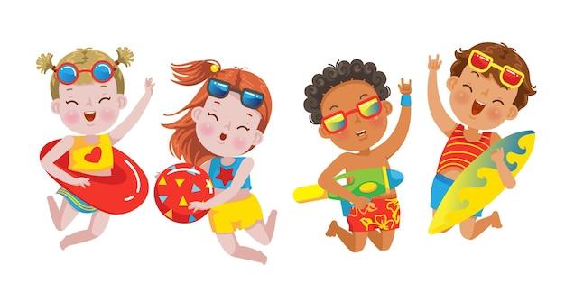 Bambini che saltano di scene estive con bambini in vacanza al mare