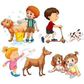 Bambini che giocano con i loro cani