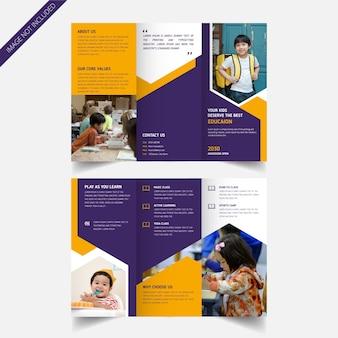 Design brochure a tre ante per l'ammissione alla scuola per bambini