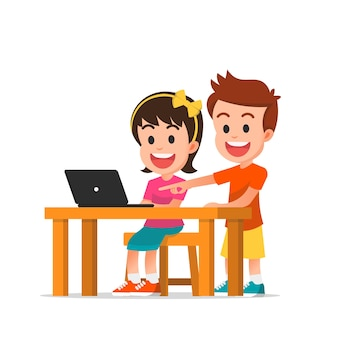 I bambini studiano insieme al computer portatile isolato su bianco