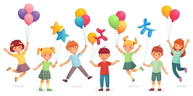 Bambini con palloncini.