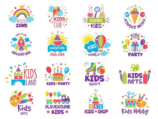 Distintivi per la zona dei bambini. loghi per luogo creativo per parchi giochi per bambini o simboli vettoriali del negozio di giocattoli. area giochi e kidzone della zona delle illustrazioni, distintivo dell'area infantile dei cartoni animati