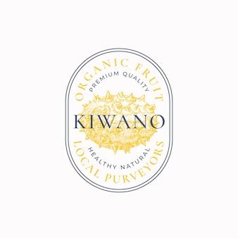 Kiwano fornitori cornice ovale distintivo o logo modello schizzo di frutta disegnata a mano con tipografia retr...