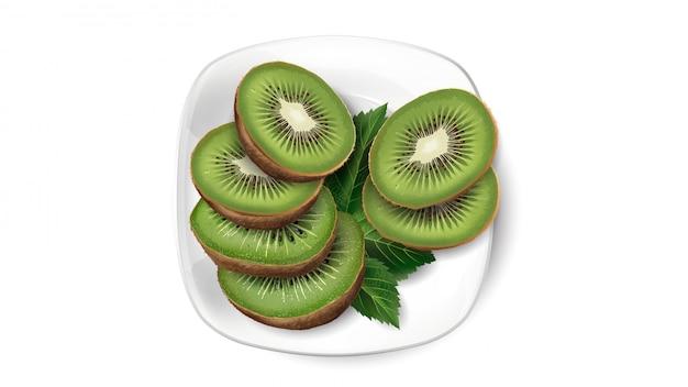 Fette e foglie del kiwi su un piatto bianco.