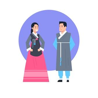 Coppie asiatiche dei vestiti tradizionali della corea che portano la raccolta asiatica del vestito isolata costume antico