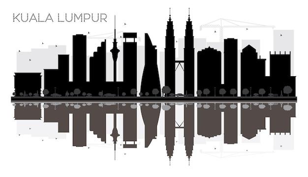 Siluetta in bianco e nero dell'orizzonte della città di kuala lumpur con le riflessioni. illustrazione vettoriale. semplice concetto piatto per presentazione turistica, banner, cartellone o sito web. paesaggio urbano con punti di riferimento.