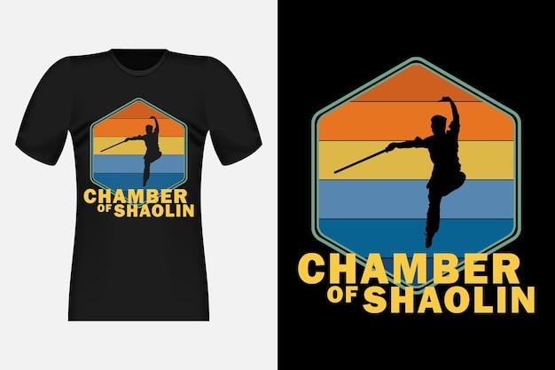 Kungfu chamber of shaolin con silhouette vintage retrò t-shirt design