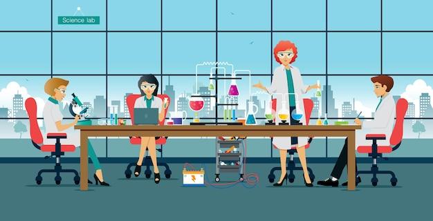 Laboratorio in cui gli scienziati stanno conducendo studi ed esperimenti