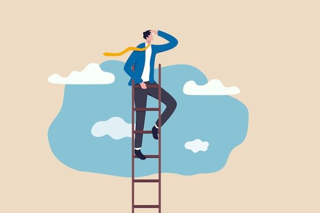Scala del successo, visione per condurre gli affari per raggiungere l'obiettivo o l'opportunità nel concetto di carriera, il leader intelligente e fiducioso dell'uomo d'affari si arrampica per raggiungere la cima della scala in alto nel cielo e guarda al futuro.