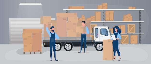 Ampio magazzino con cassetti. i traslocatori portano scatole.