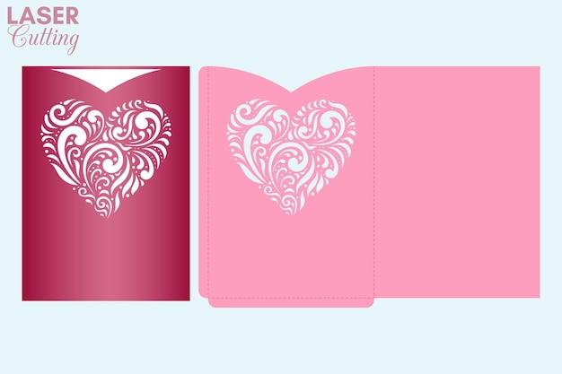 Busta tascabile tagliata al laser con cuore fantasia. modello di taglio della copertina della carta di san valentino.