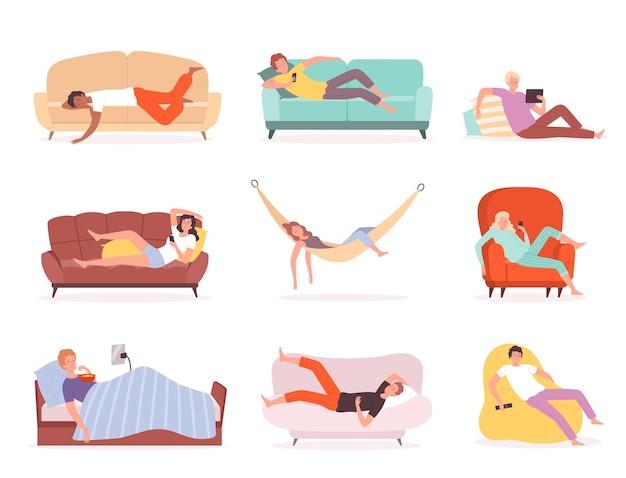 Posare le persone. personaggi che si rilassano e guardano la tv sul divano sdraiato stile di vita dormendo comodamente o seduti in poltrona vettore persone. divano e divano, illustrazione di stile di vita pigro della persona di carattere