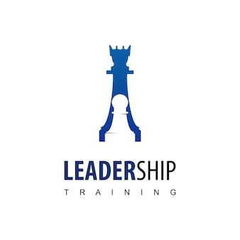 Logo di formazione alla leadership con simbolo di scacchi