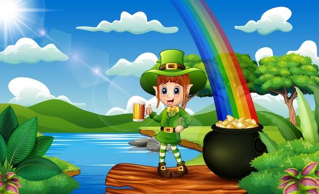 Leprechaun che tiene una birra tazza sulla natura e arcobaleno