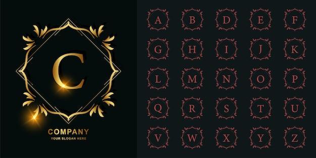 Lettera c o alfabeto iniziale di raccolta con modello di logo dorato cornice floreale ornamento di lusso.