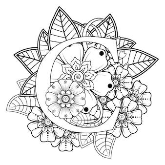 Lettera c con ornamento decorativo fiore mehndi nella pagina del libro da colorare in stile etnico orientale