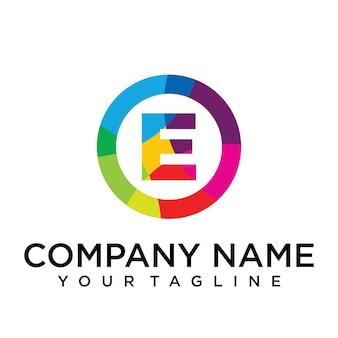 Modello di progettazione di logo di lettera e. segno creativo foderato colorato