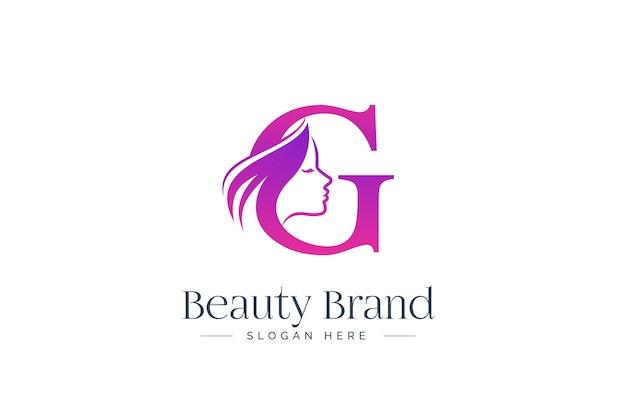 Design del logo di bellezza della lettera g. siluetta del fronte della donna isolata sulla lettera g.
