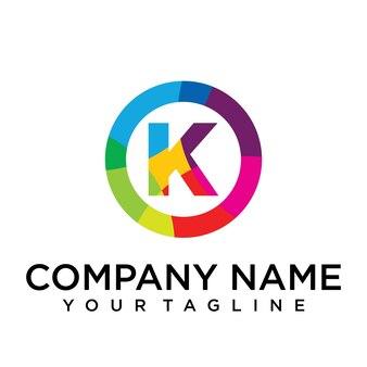 Modello di progettazione del logo della lettera k. segno creativo foderato colorato
