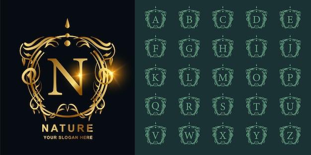 Lettera n o alfabeto iniziale di raccolta con modello di logo dorato cornice floreale ornamento di lusso.