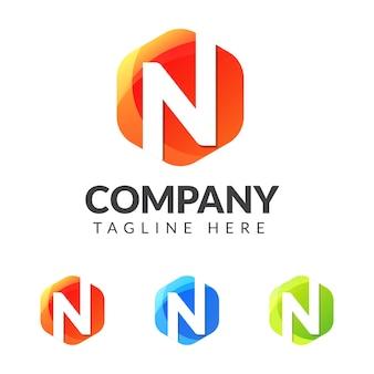 Marchio della lettera n con forma geometrica colorata