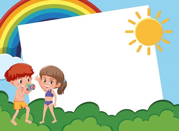 Disegno del modello di lettera con i bambini in giardino