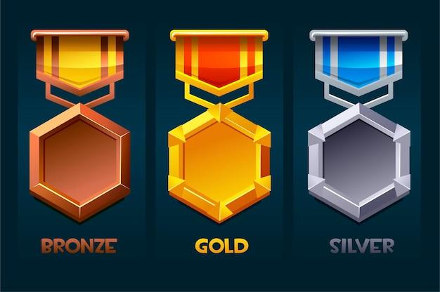 Icona ricompensa distintivo per salire di livello oro, argento, bronzo per i giochi dell'interfaccia utente. illustrazione vettoriale imposta modelli premio con nastro per risorse di gioco.