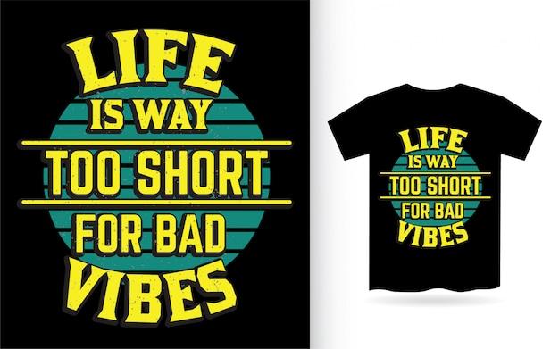 La vita è troppo breve per il design delle lettere di cattive vibrazioni per la maglietta