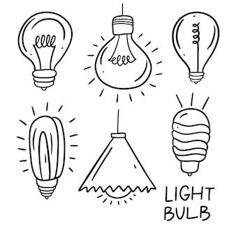 Illustrazione al tratto nero della lampadina. insieme di doodle disegnato a mano.
