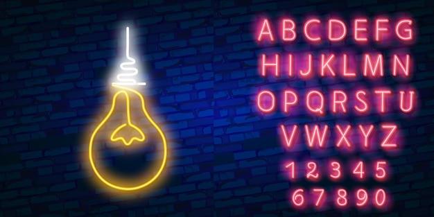Lampadina e concetto di idea con lettere